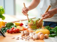 Sağlıklı Bir Yaşam İçin Nasıl Beslenmeliyiz?